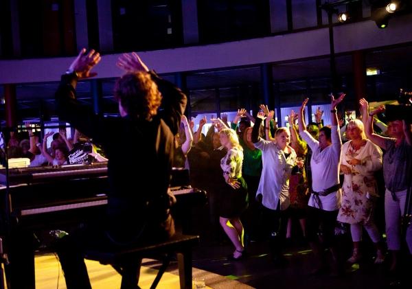 crazy piano show voor een swingende bruiloft